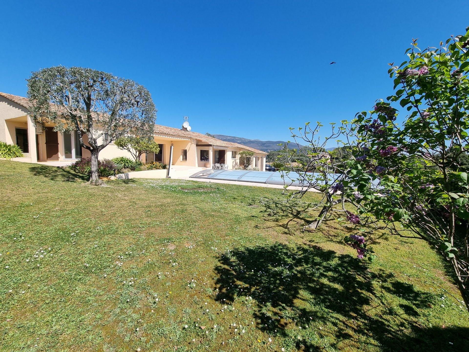 Vente villa vue panoramique mer, à Peymeinade.
