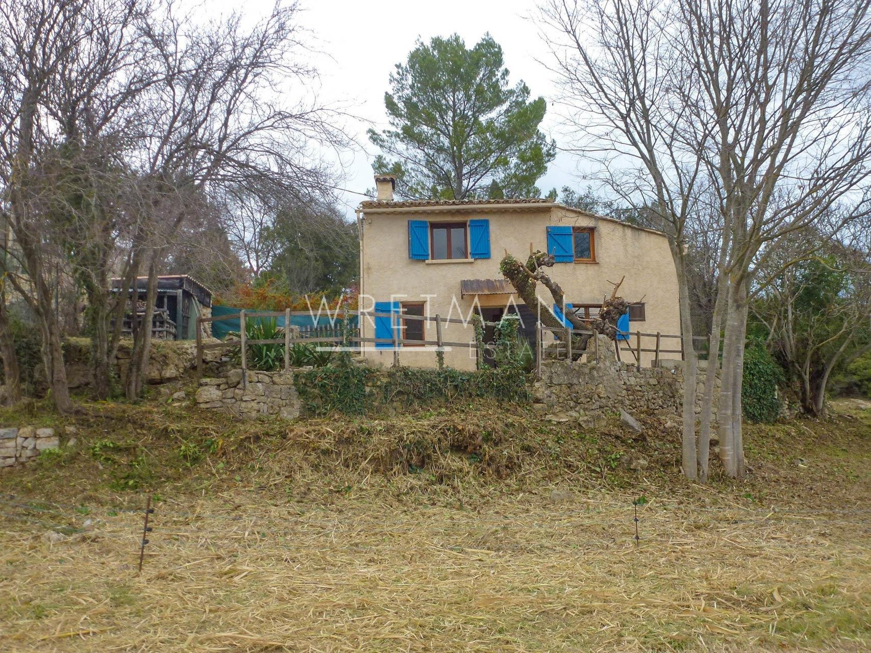 Pretty little freestanding house with view over vineyards and forest - Carcès