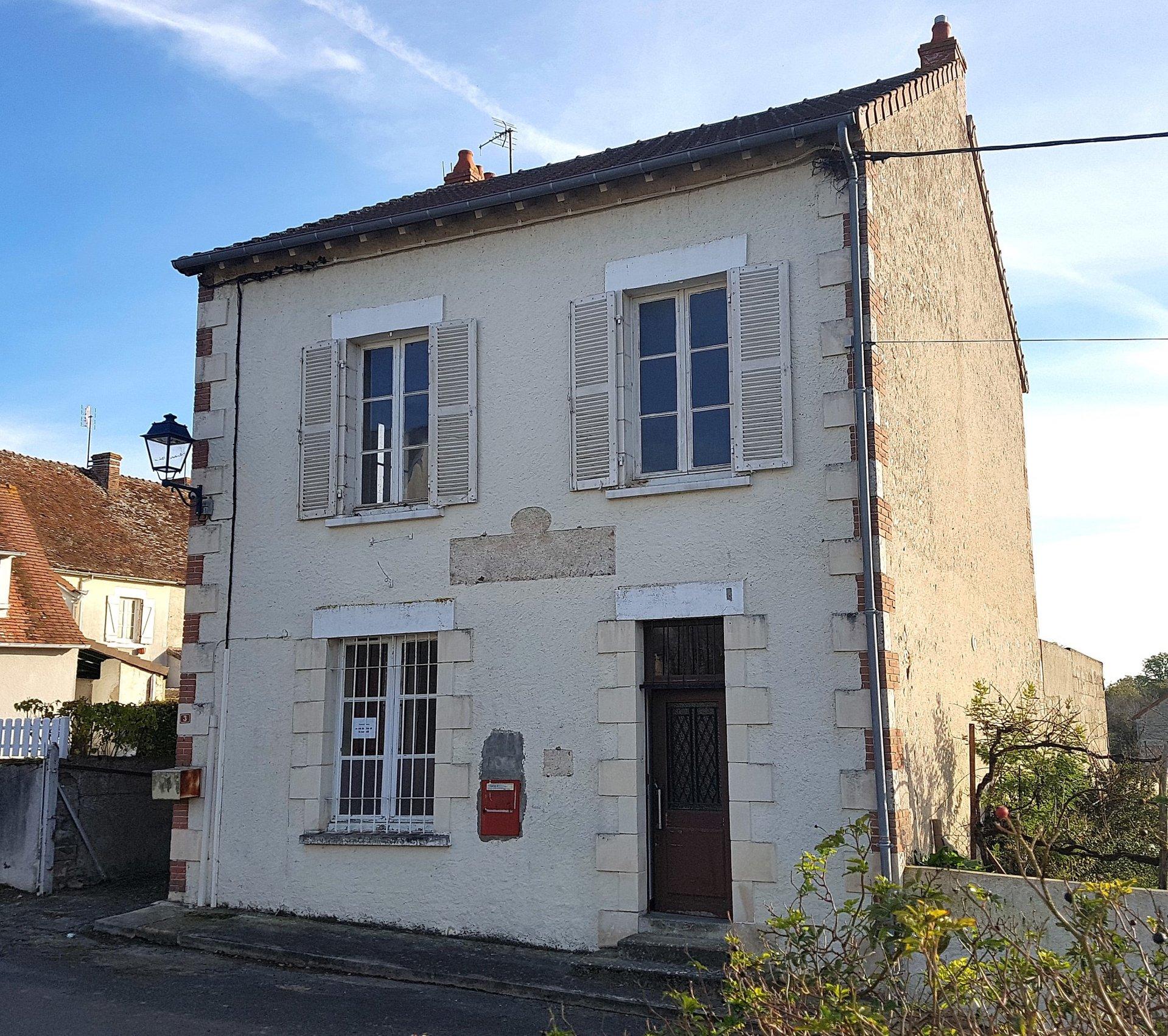 House (former postoffice) for sale, Montmorillon region, 86