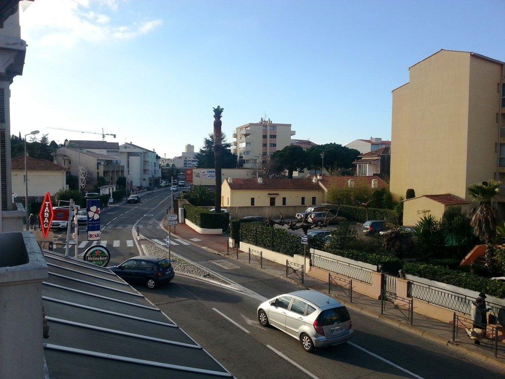 Petit F3 proche centre ST RAPHAEL