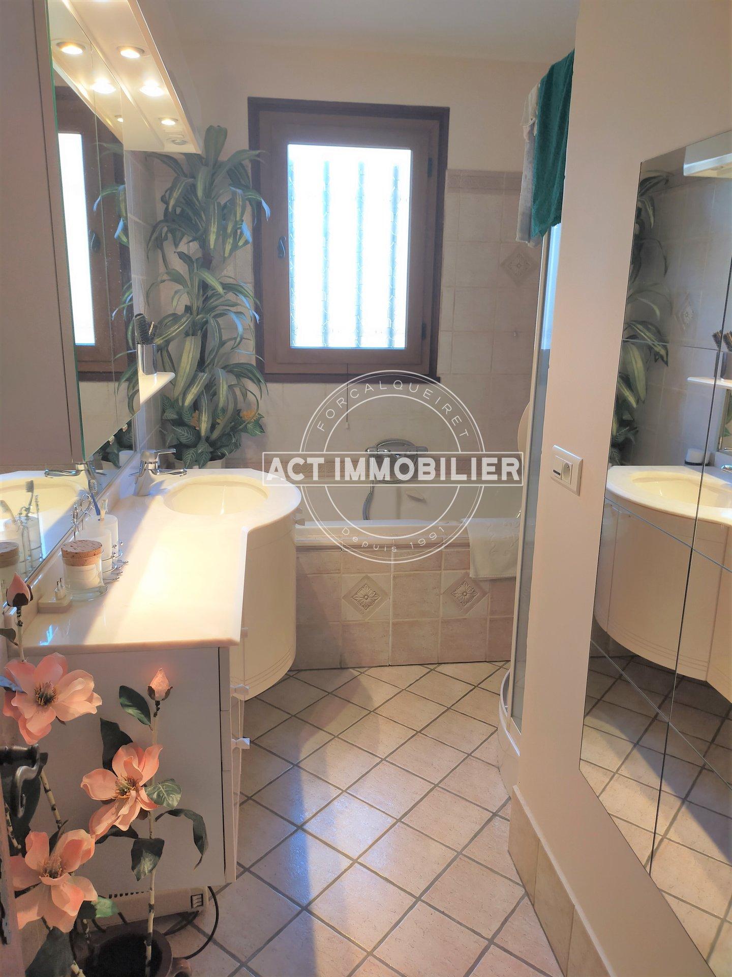 Villa T6 sur 760 m² de terrain avec piscine