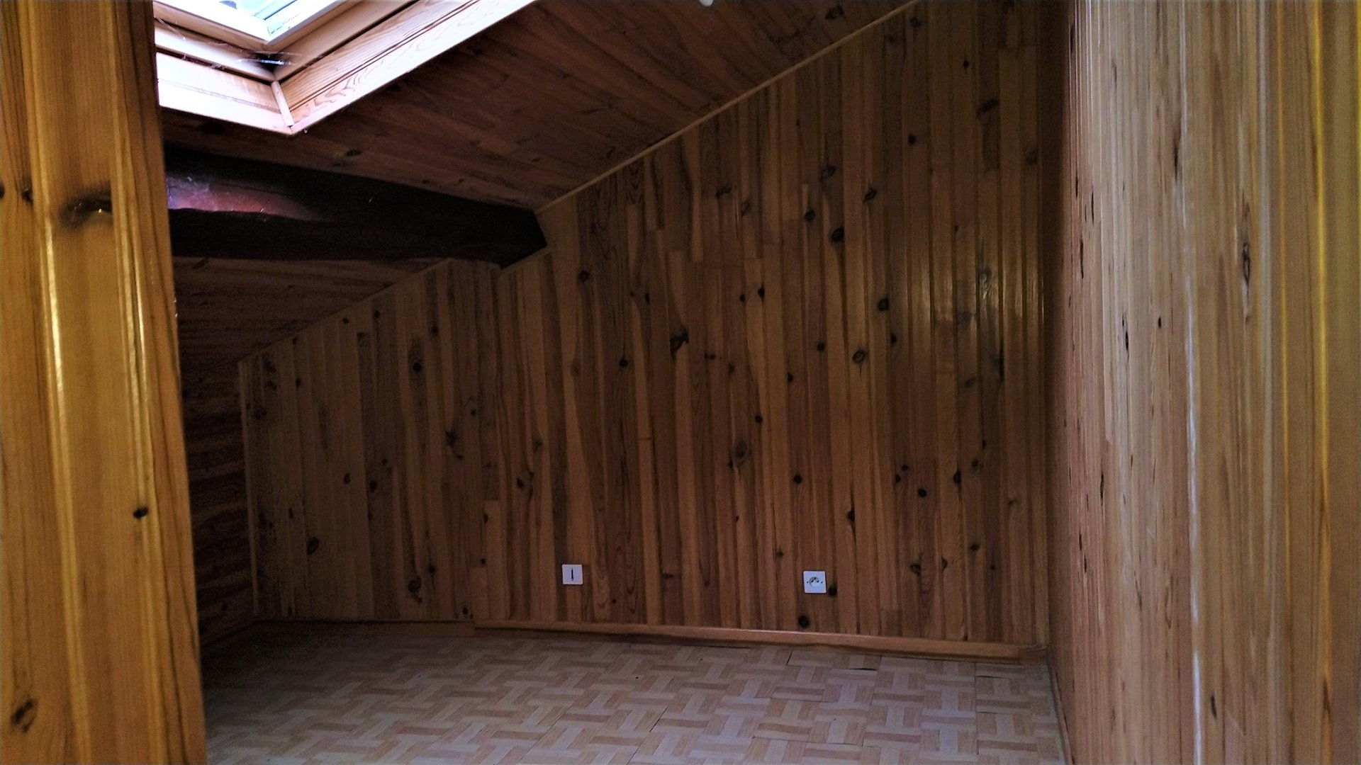 Maison 2 niveaux avec terrain indépendant et garage