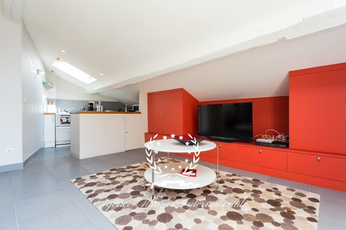 BEAUTIFUL 2 BEDROOMS NEAR BY CROISETTE AND BEACHES