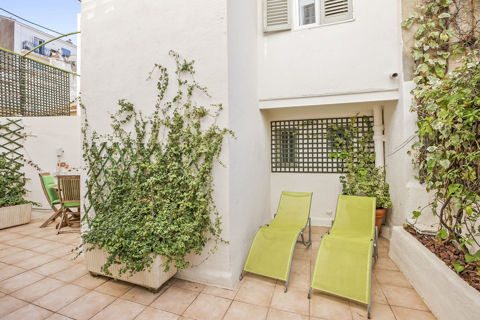 Super 2 bed apartment with a sunny 20m² terrace in the heart of the Banane in Cannes