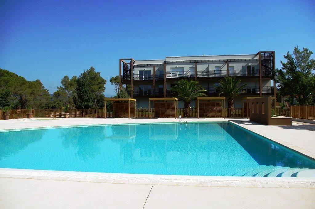 Superbe F2 vue piscine - NATURA PARC