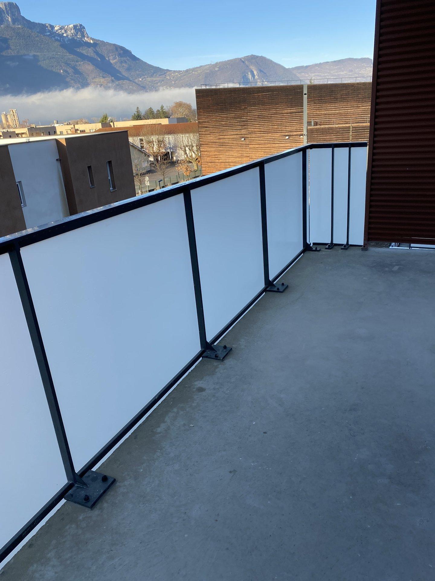 T3 NEUF 2ème étage avec balcon et garage