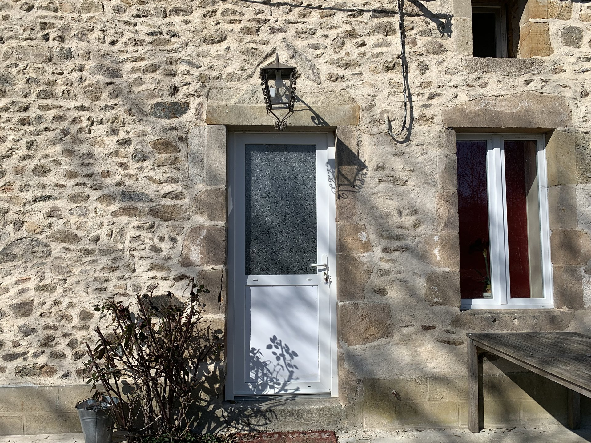 For sale in the Allier, house with outbuildings and garden.
