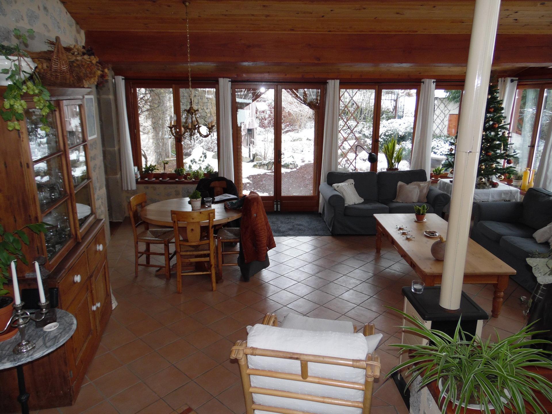Maison rénovée avec dépendances à vendre dans le Puy de Dôme