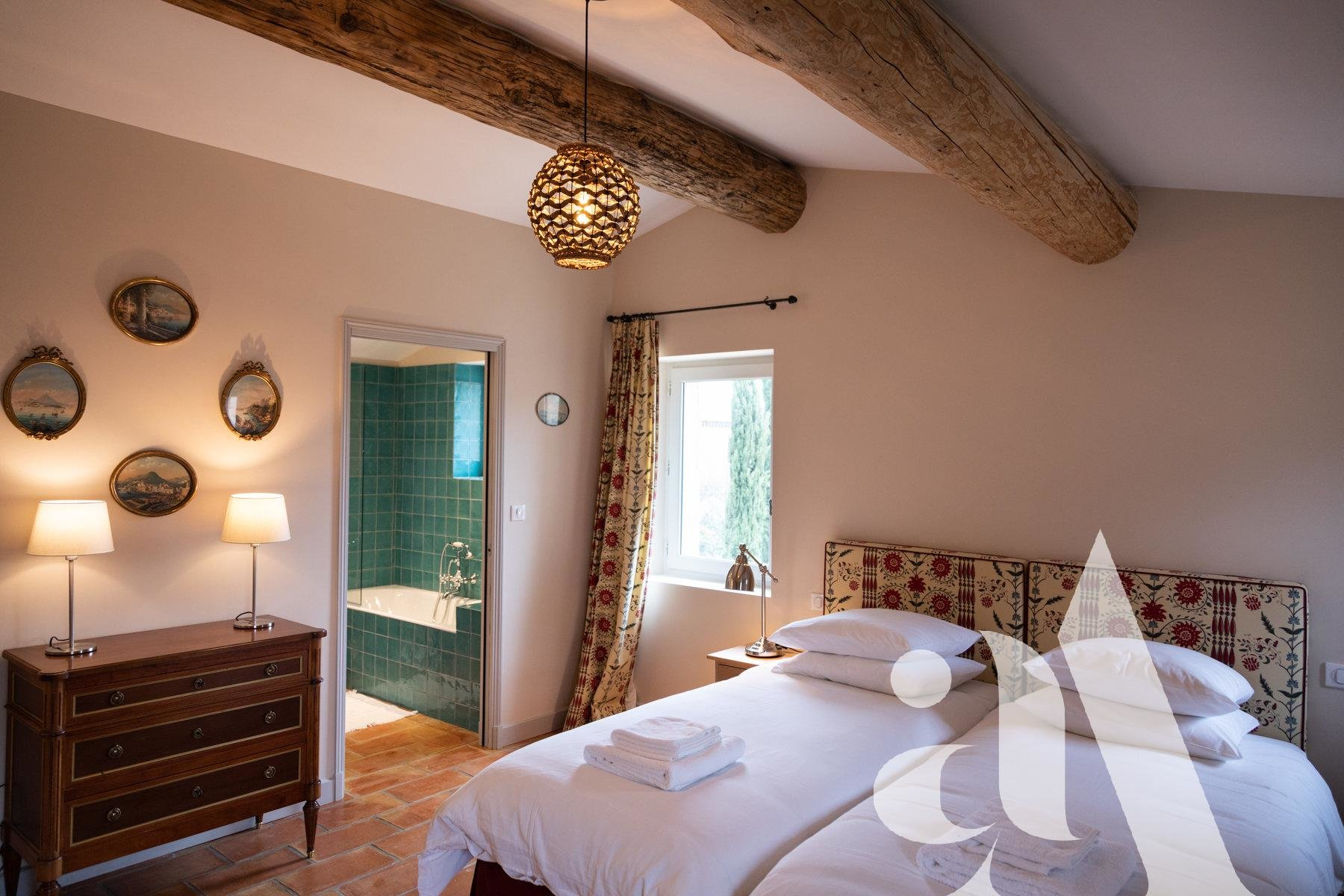 THE STONE MAS- EYGALIERES-ALPILLES- 3 bedrooms- 6 peoples
