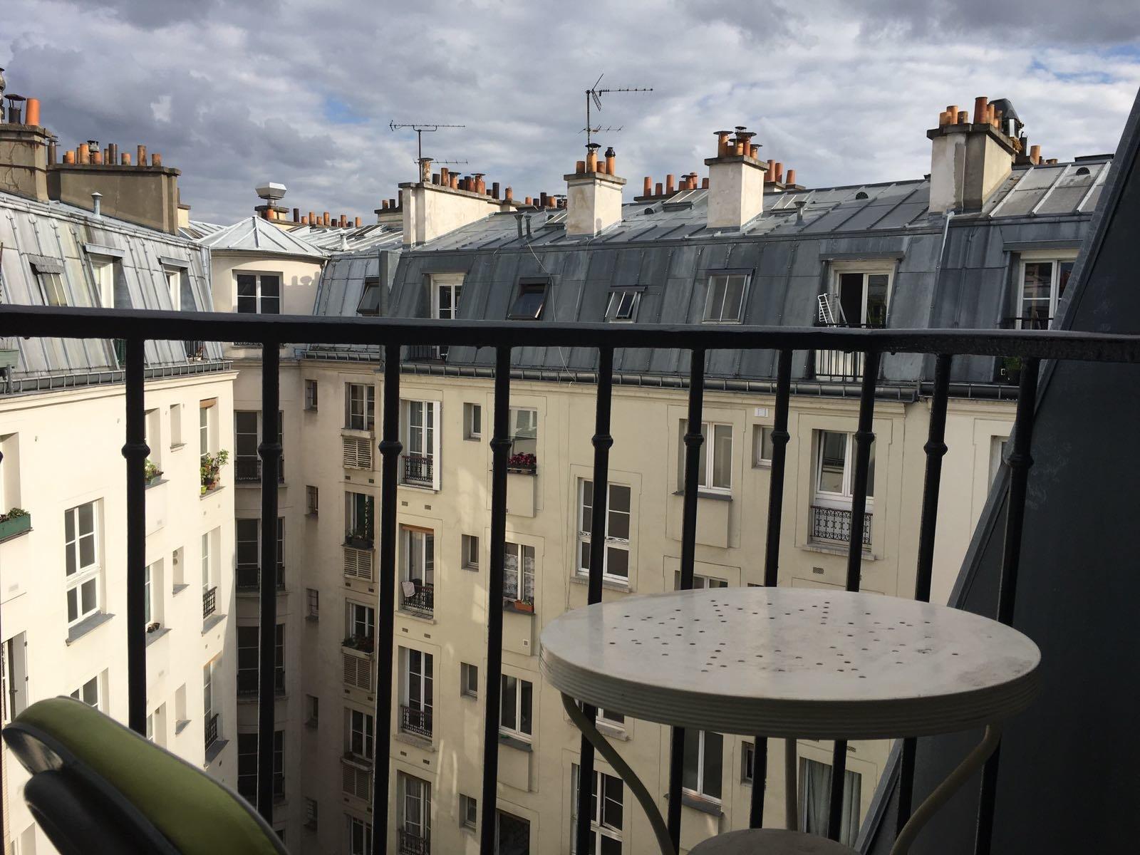 Paris - X ème - RUE LOUIS BLANC - M° La Chapelle - STUDIO MEUBLÉ - DERNIER ÉTAGE - ASCENSEUR - BALCON - CALME - VUE DÉGAGÉE
