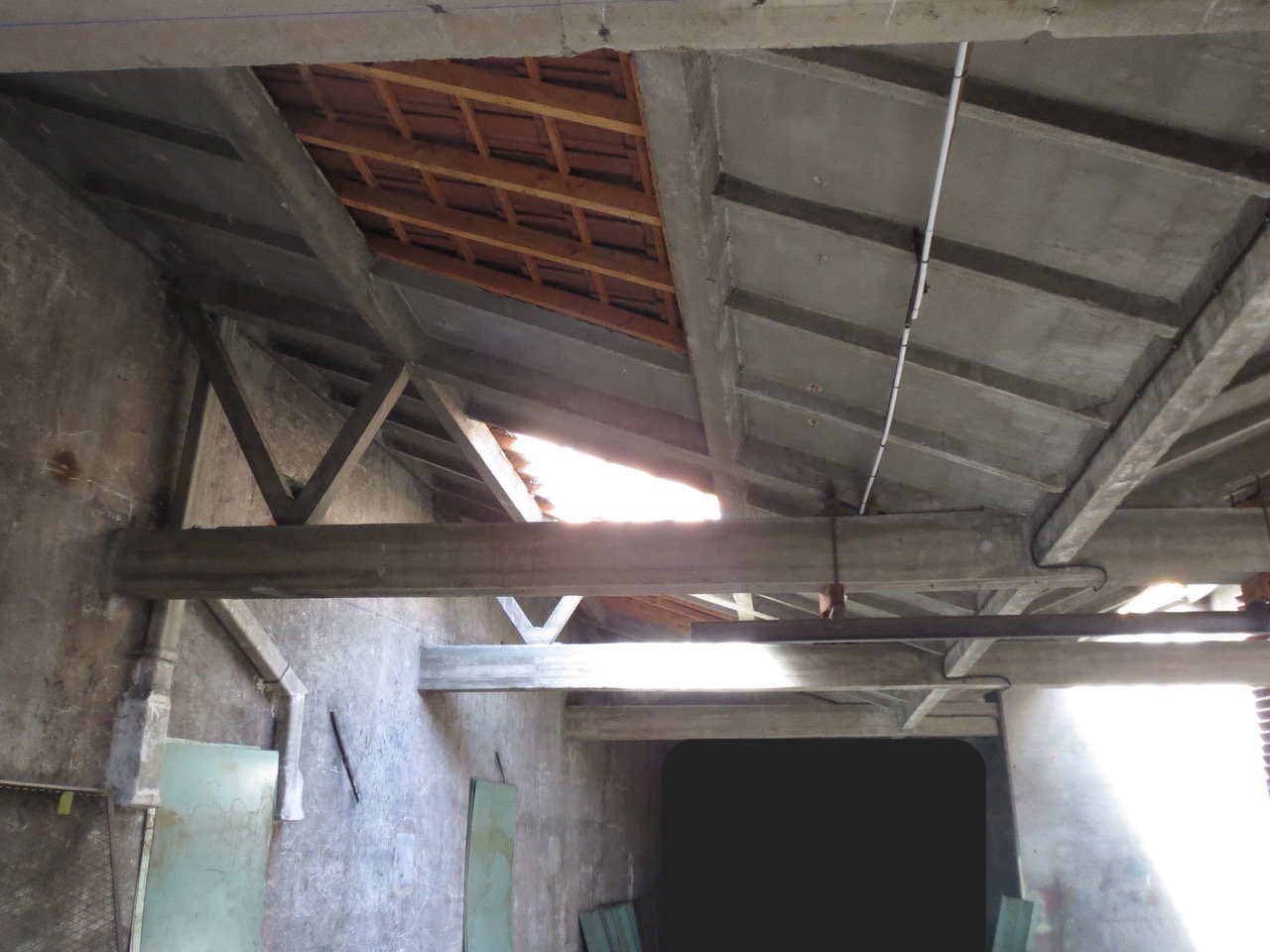 SAINT PRIEST EN JAREZ LOFT d'environ 260m2 à réhabiliter