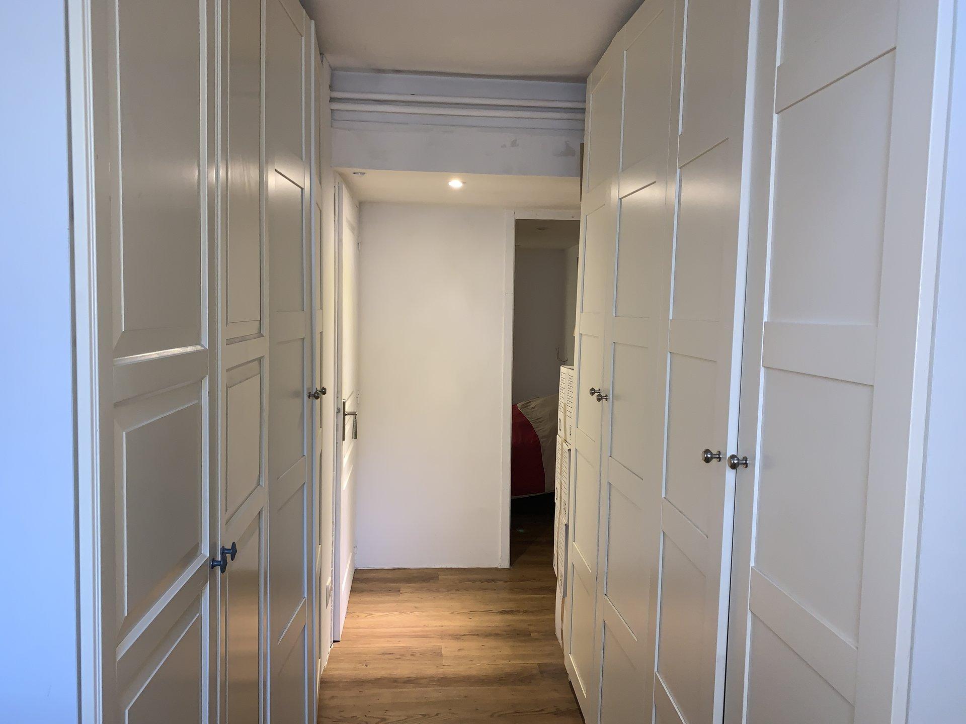 Appartement sur 2 niveaux 80 m2 A RENOVER. 5 min. à pieds des plages JUAN LES PINS