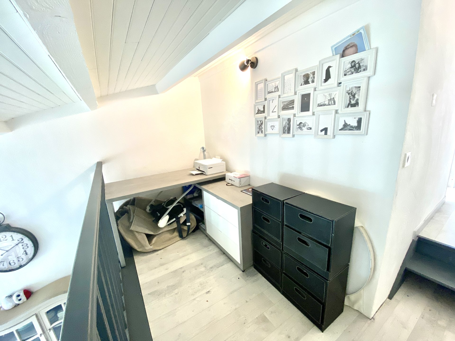 Located in Vence  small residence in absolute calm,