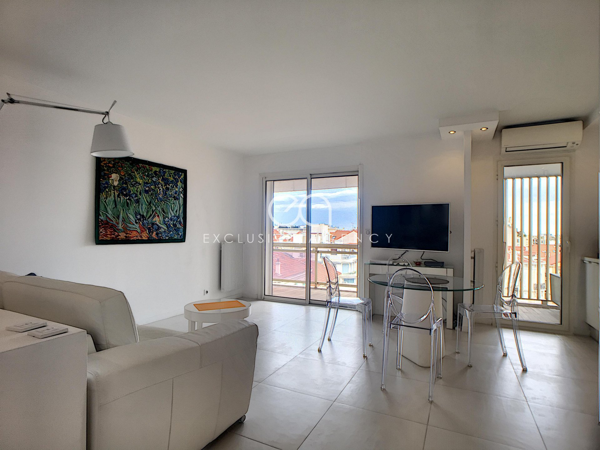 Cannes City Center rental for congress or holiday 50m² 1 bedroom apartment.