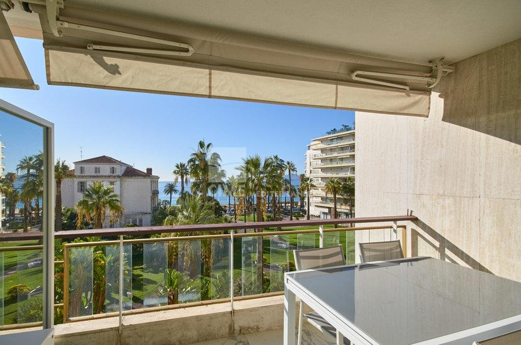 Luxury apartment for sale in Cannes - Studio with terrace