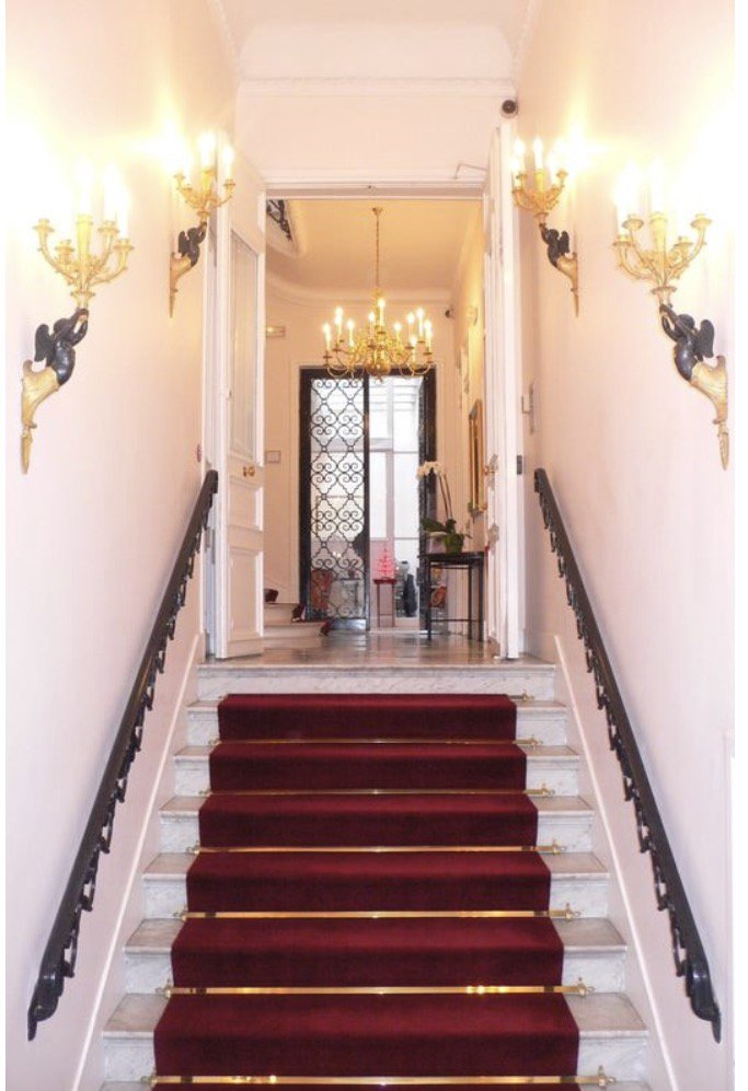 Stair, chandelier