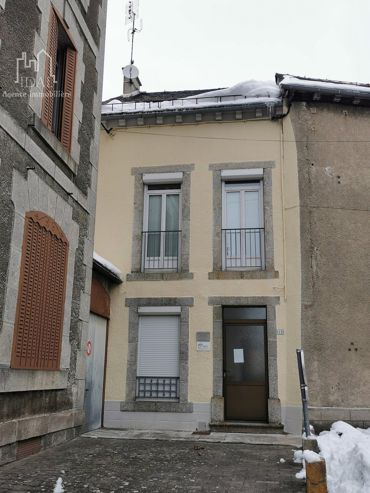 Immeuble sur St Chely d'Apcher