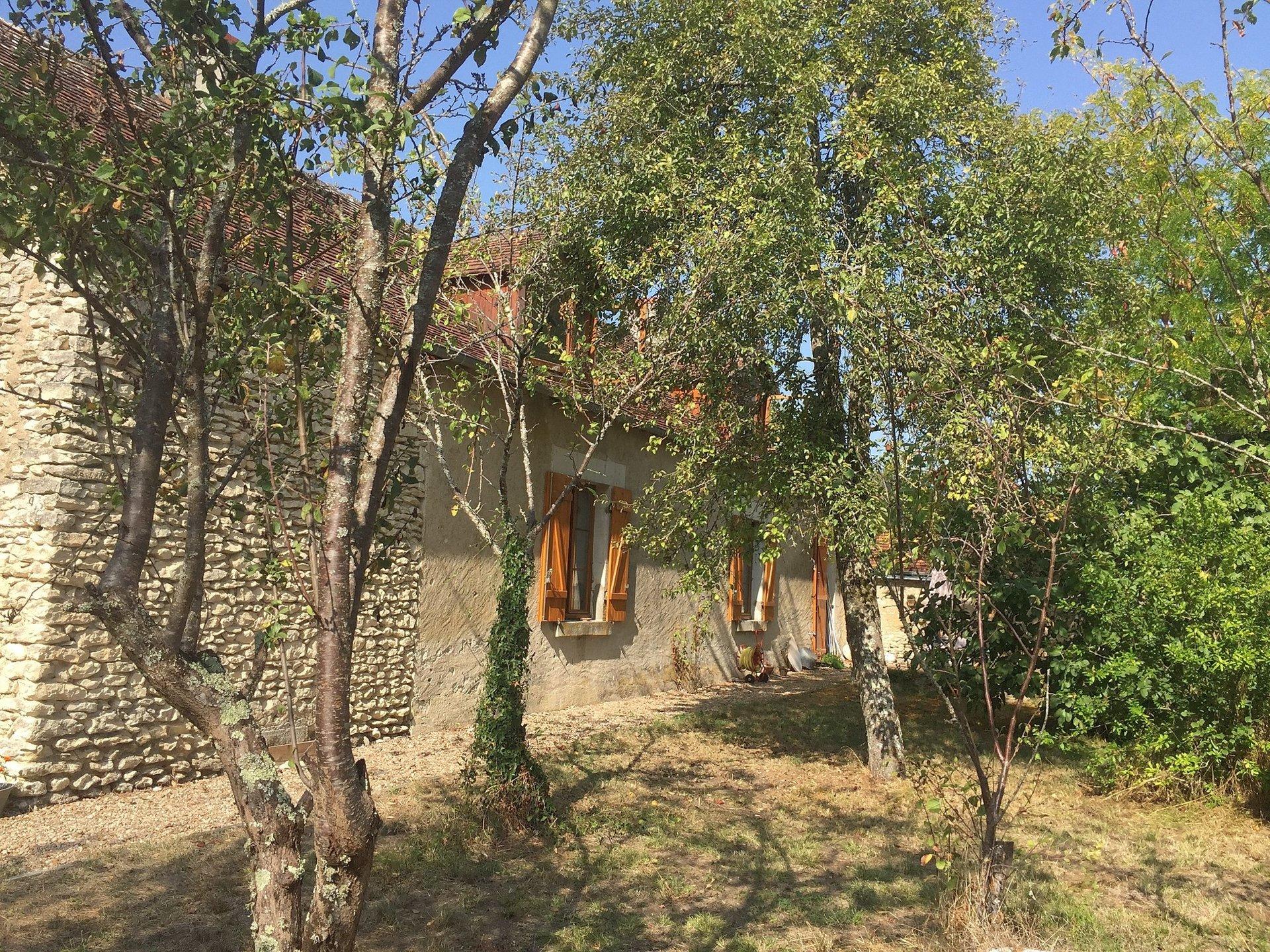 Maison avec terrasse couverte à vendre dans la Brenne 36
