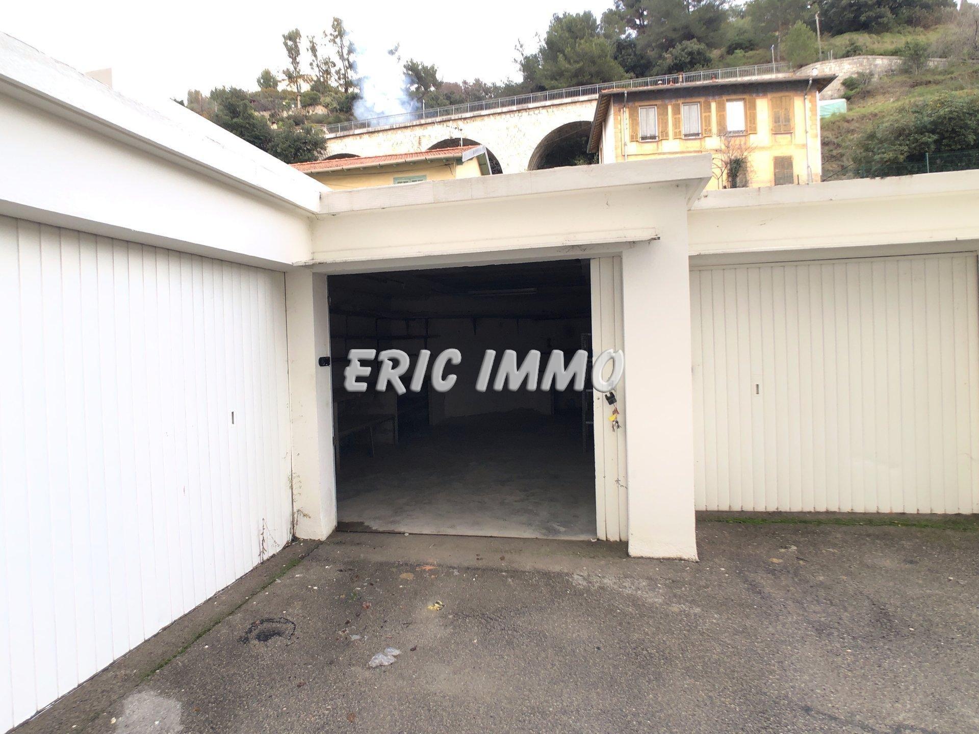 NICE MADELEINE. A louer garage / atelier