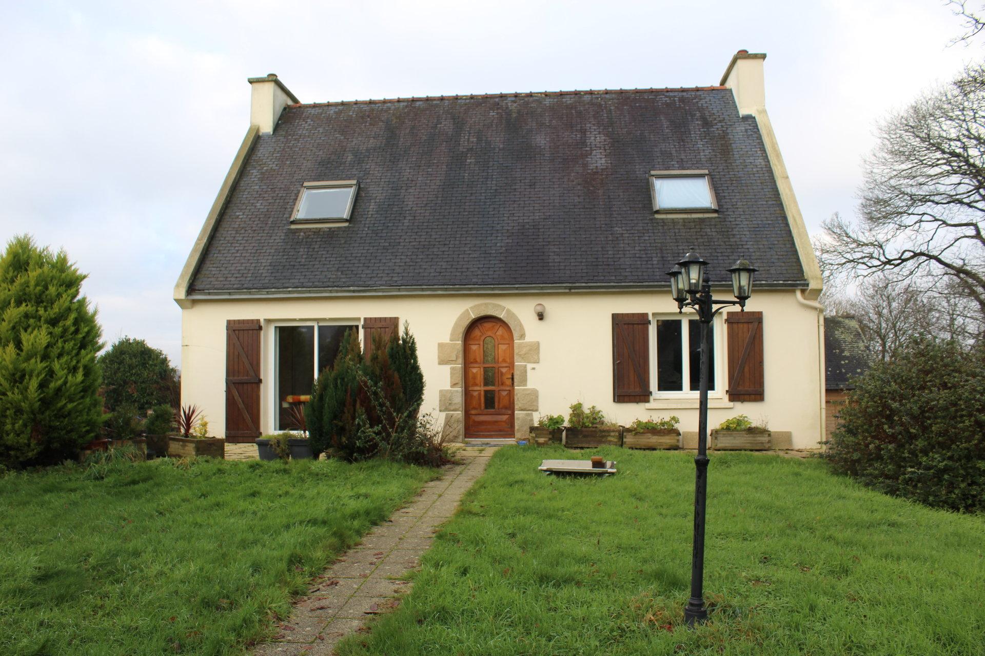 Sale House - Poullaouen
