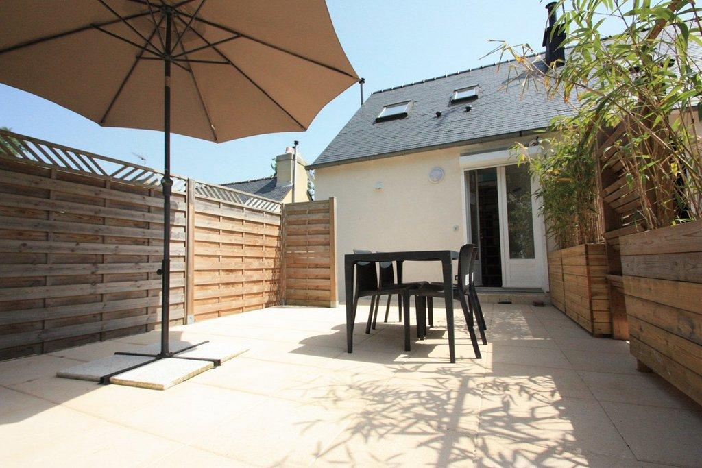 T1 bis meublé duplex avec terrasse et parking