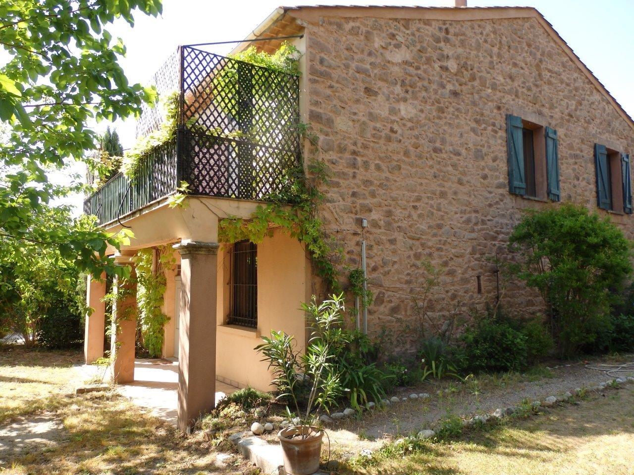 Charmante maison en pierre, 4 chambres, piscine, proche du golf à La Motte