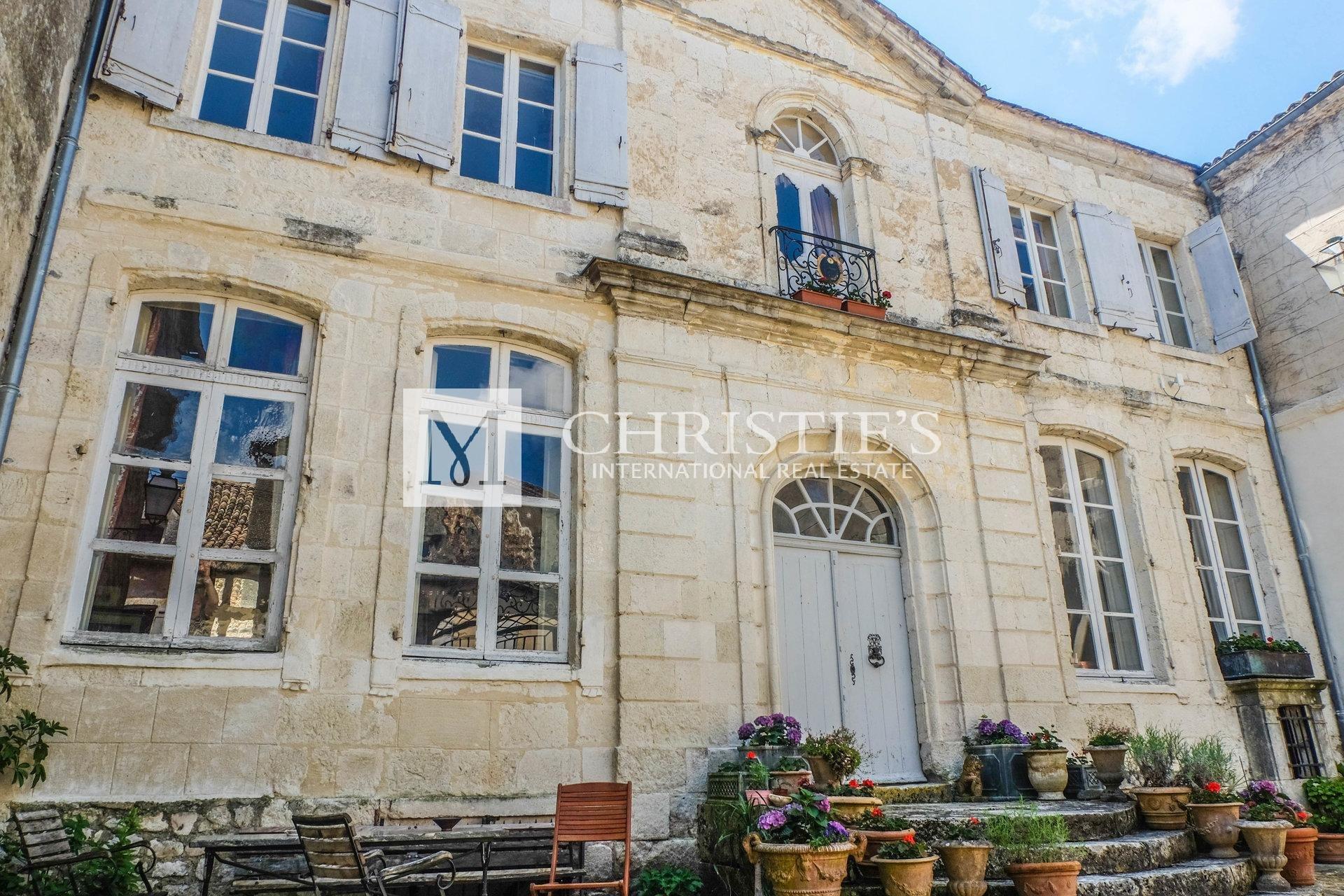 Château historique du XVIIIe siècle dans la Bastide / Castillonnès