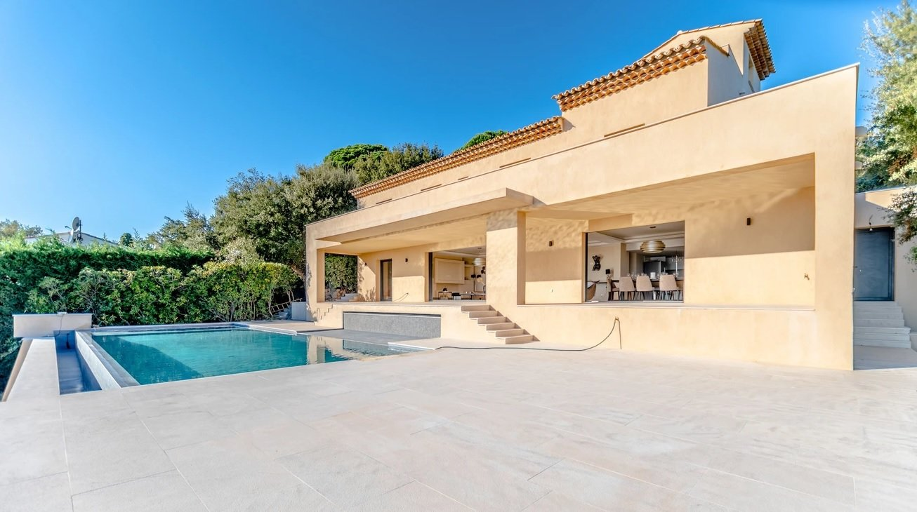 LUXURIOUS SEA VIEW VILLA IN A PRIVATE DOMAIN AT GRIMAUD