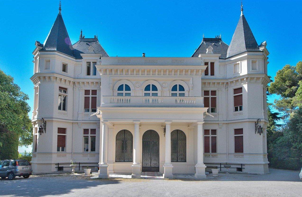2:a i ett slott - Nice Gairaut