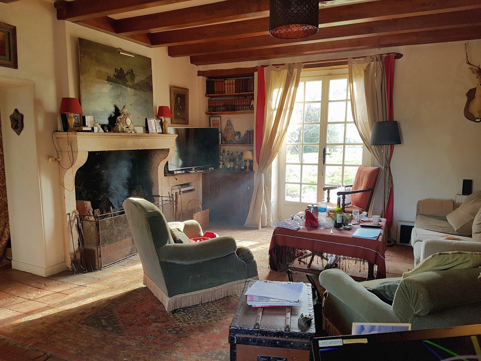 Bij Saint Savin (86): mooi huis met zwembad en vrij uitzicht