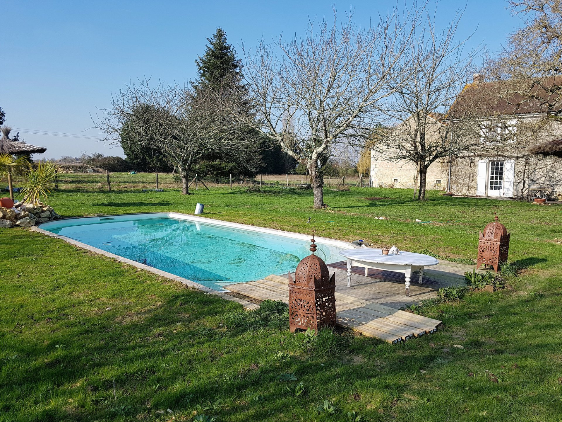 Near Saint Savin (86): superb house with pool and free view