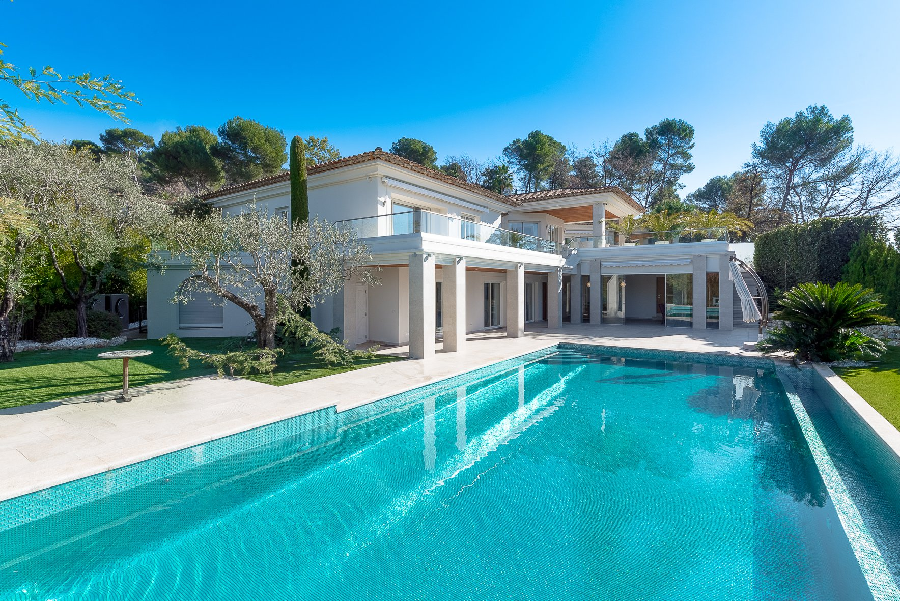 MOUGINS - ROYAL GOLF CLUB - SUPERB CONTEMPORARY VILLA