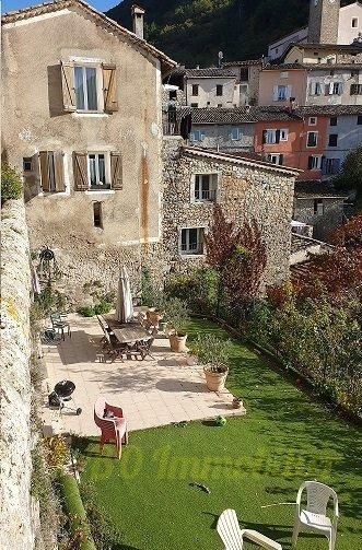 Rare maison de village de 95m² , jardin de 137m² + balcon avec magnifique vue dégagée sur les montagnes