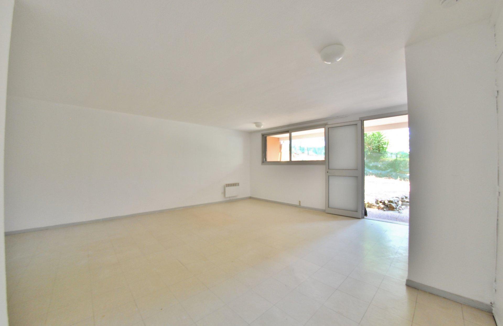 Big studio in garden floor in the heart of Sophia Antipolis