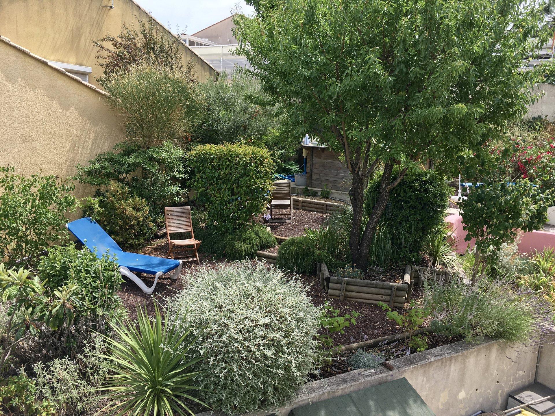 Hörnradhus med 3 sovrum och en trädgård med underbar utsikt