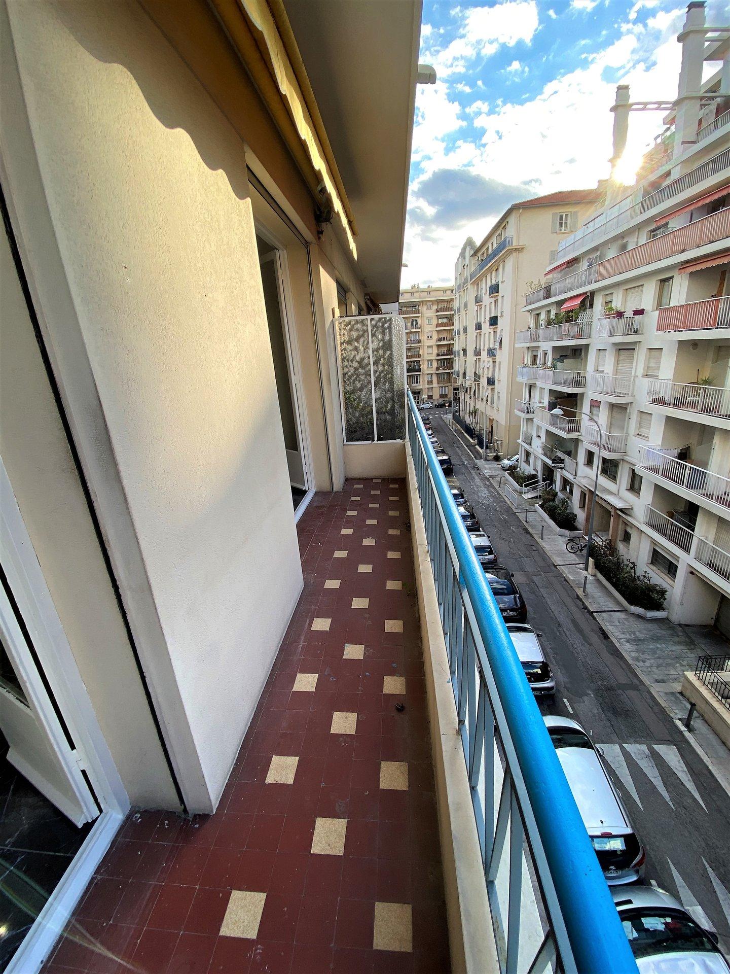 Eglise Russe - Grand 3P + 3 balcons refait neuf