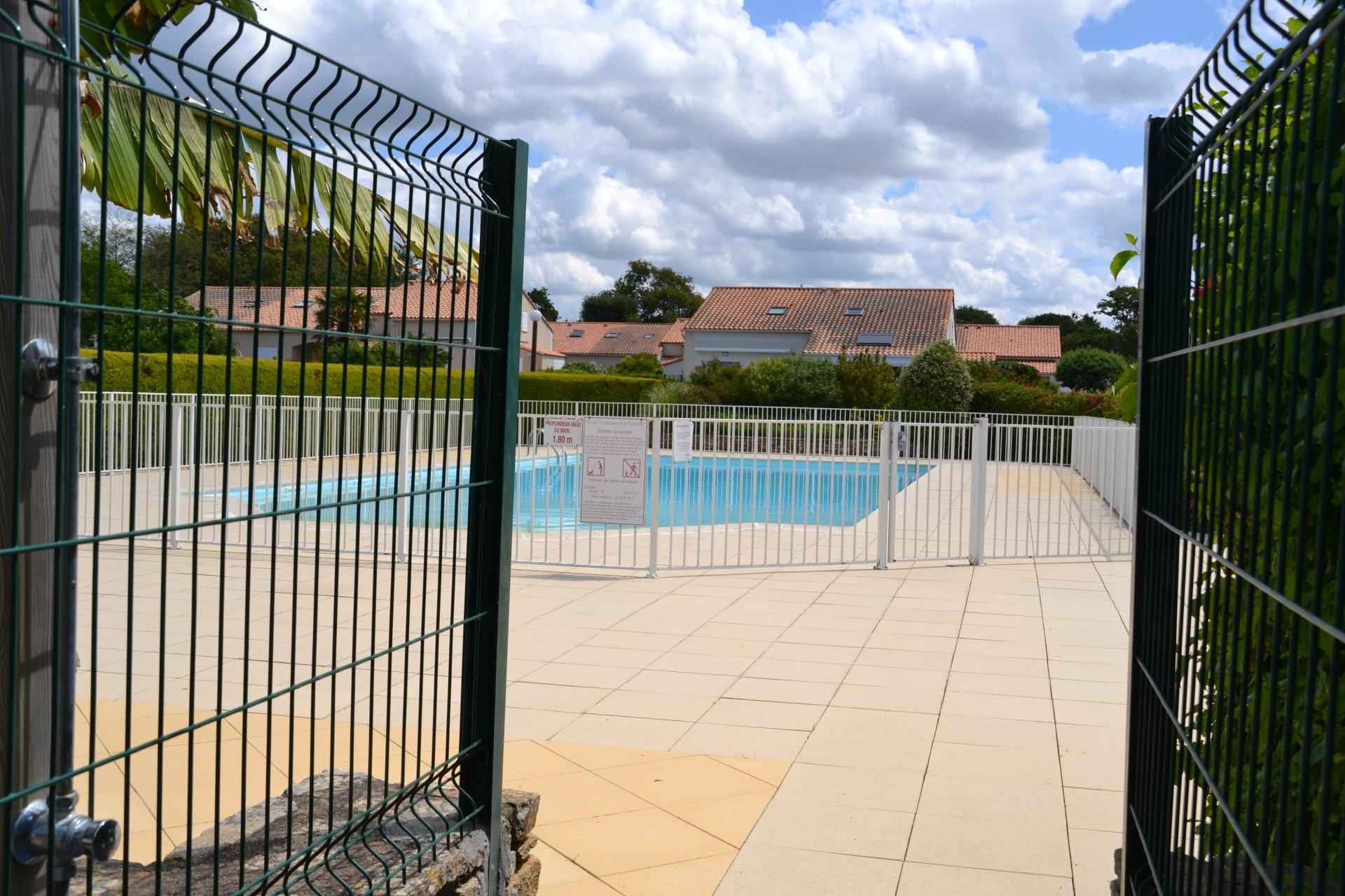 Maison dans hameau avec piscine