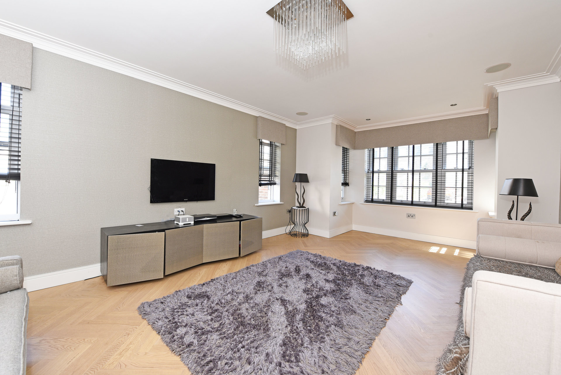 Sale Semi-detached house London