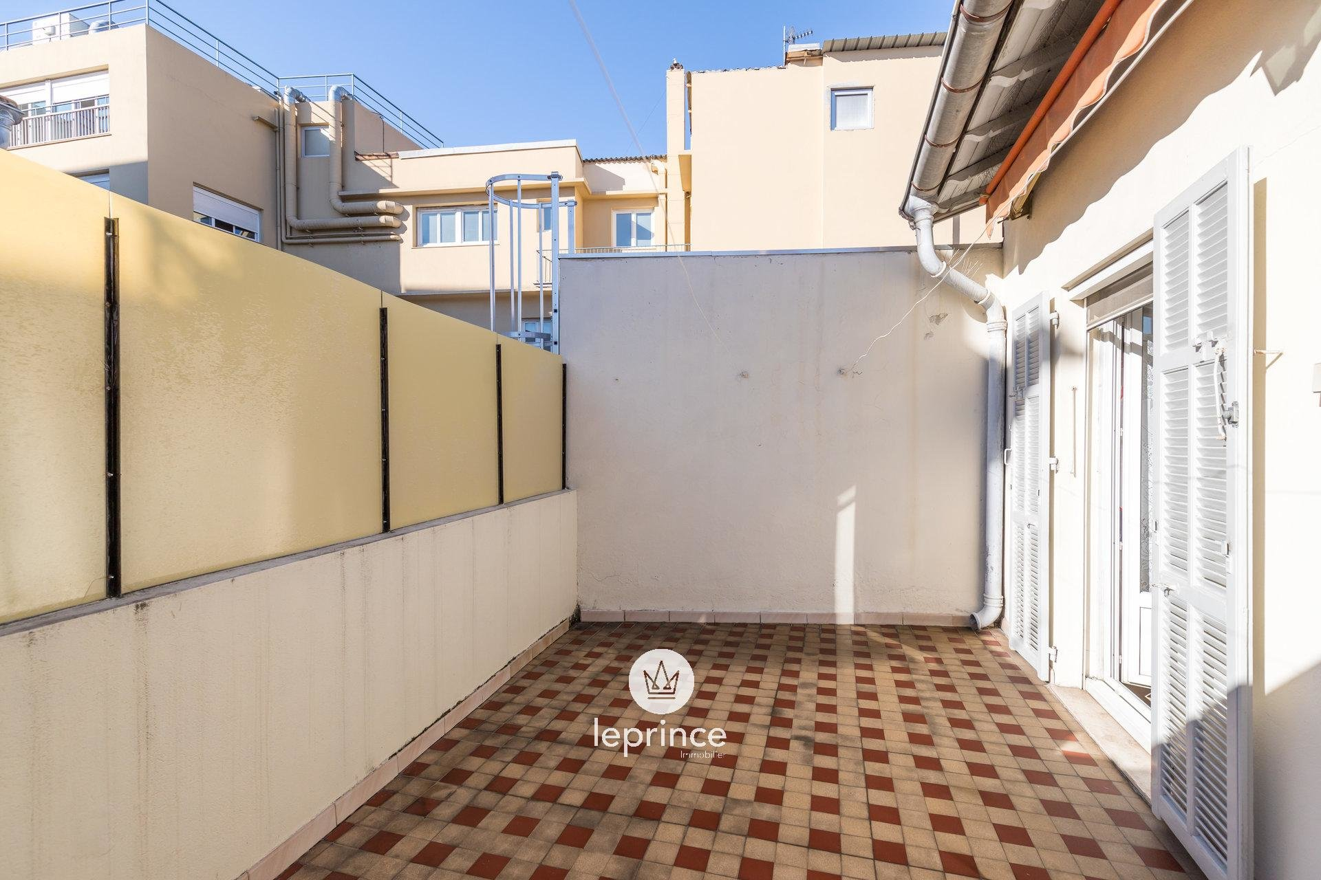 Nice Gambetta - 2 Bedrooms - Top Floor