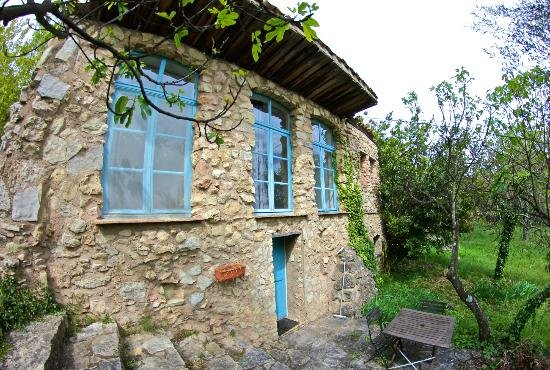 AGRO-TOURIST PROPERTY IN THE VAR