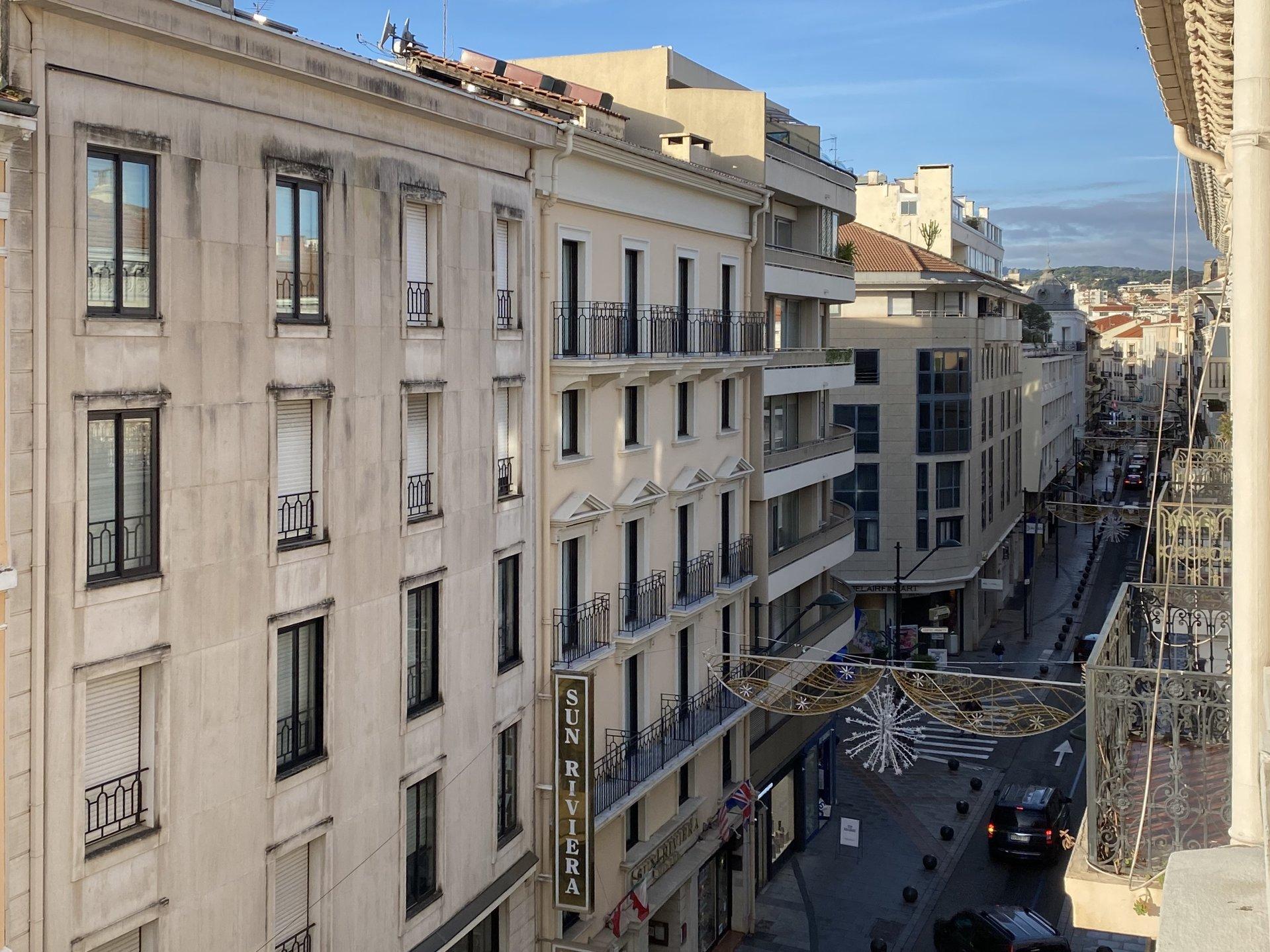 A vendre - Appartement bourgeois 5 pièces à rénover - rue d'Antibes à Cannes