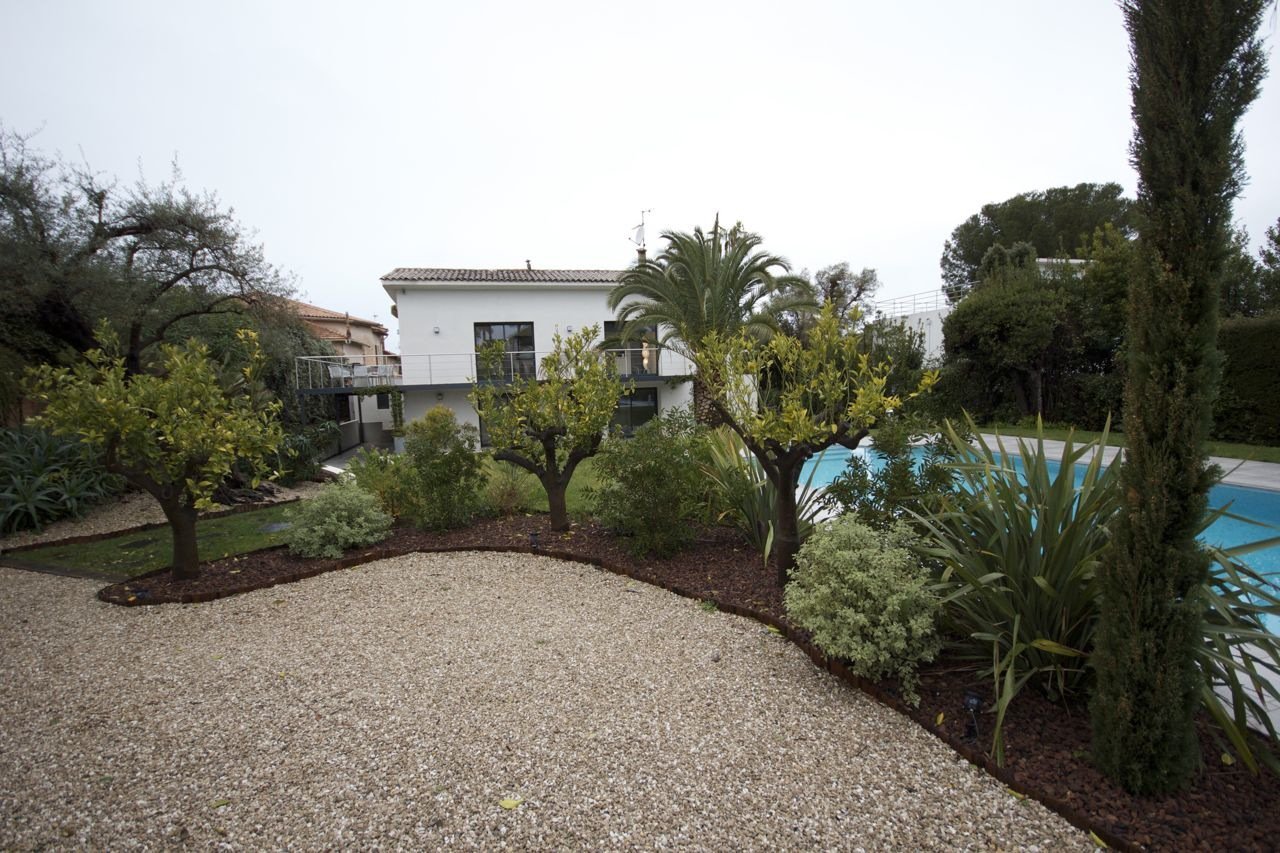 Contemporary Villa - Cap d'Antibes
