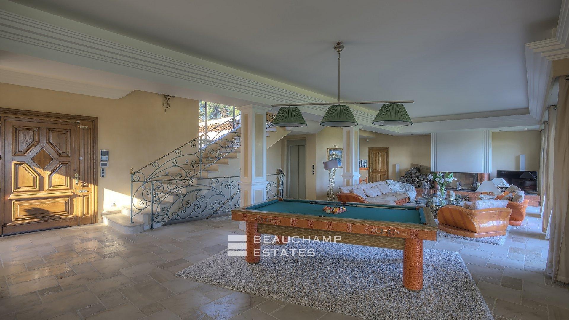 Sumptuous 6 Bedroom Holiday Villa in Mougins
