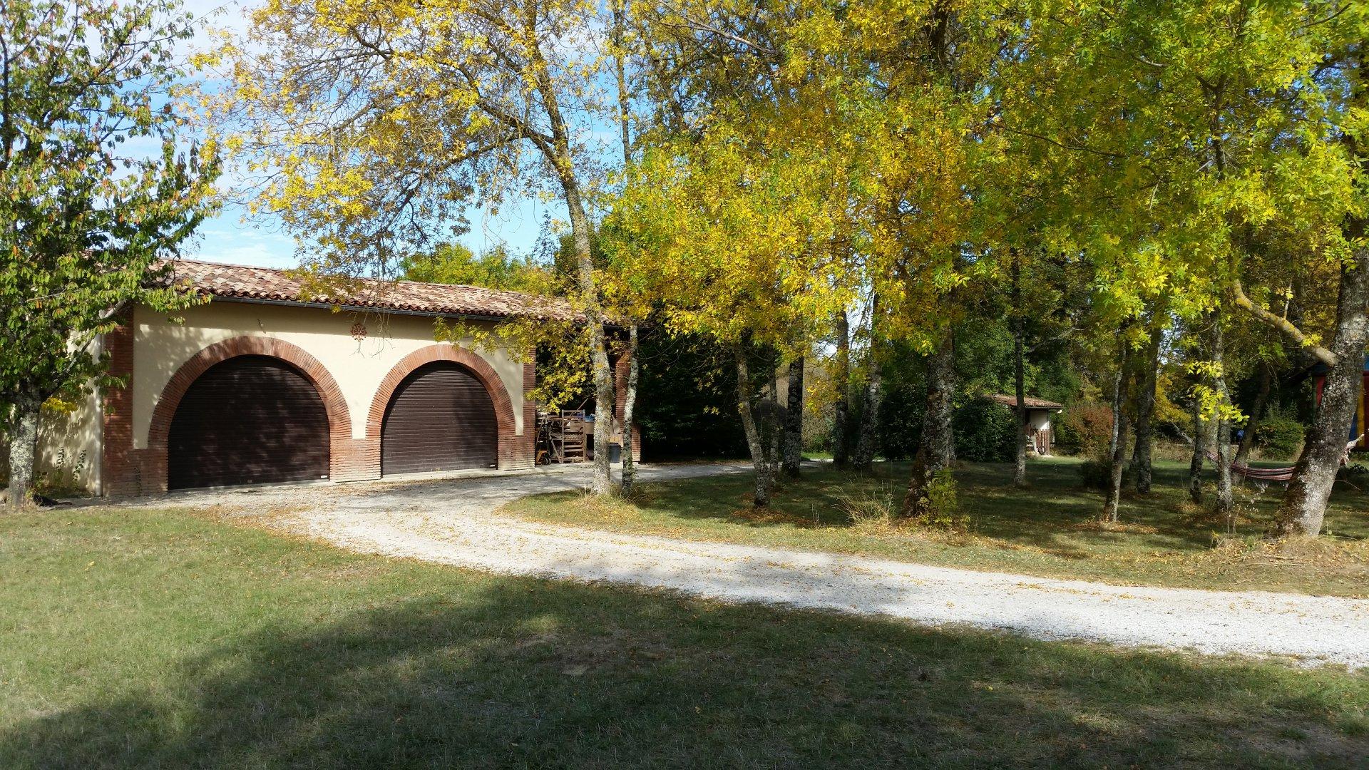 Secteur Montastruc La Conseillère, Maison ancienne sur 1ha6 de terrain avec piscine.
