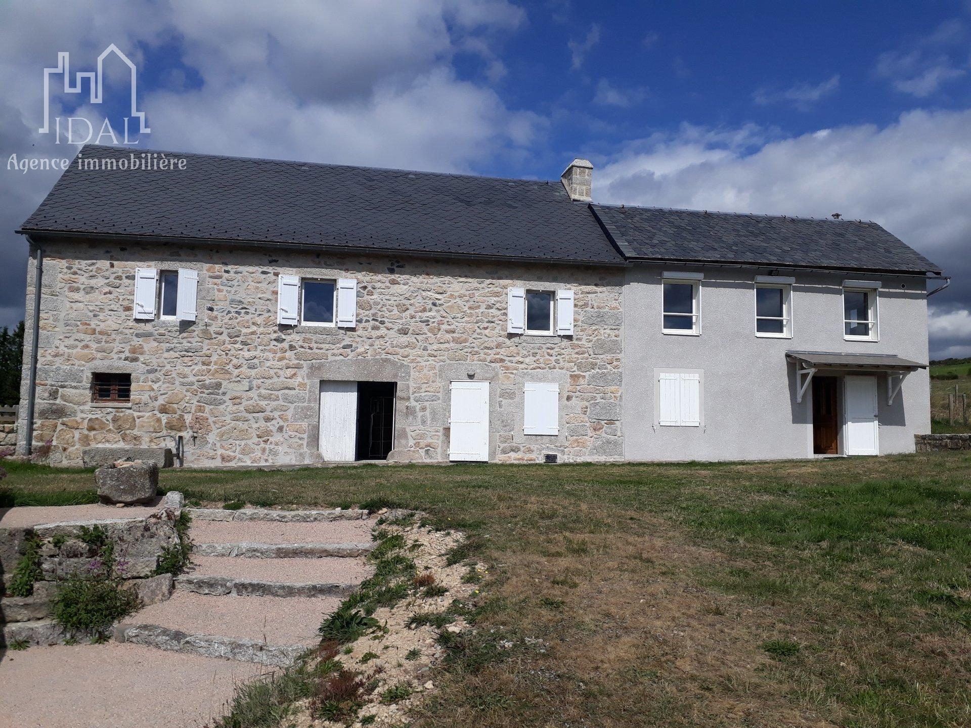 Peyre d'Aubrac à 15 mn de Saint Chely d'Apcher,Corps de ferme 162 m²