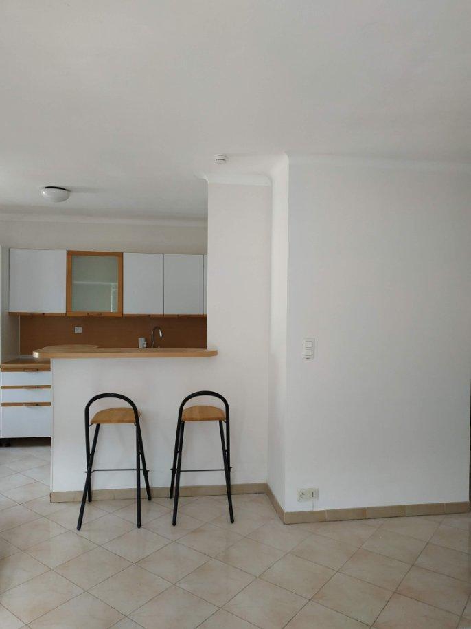 Location meublée à l'année - Villa Jumelée de 3 pièces sur 2 étages avec terrasse, balcons, cave, 2 parkings, au calme vue verdure