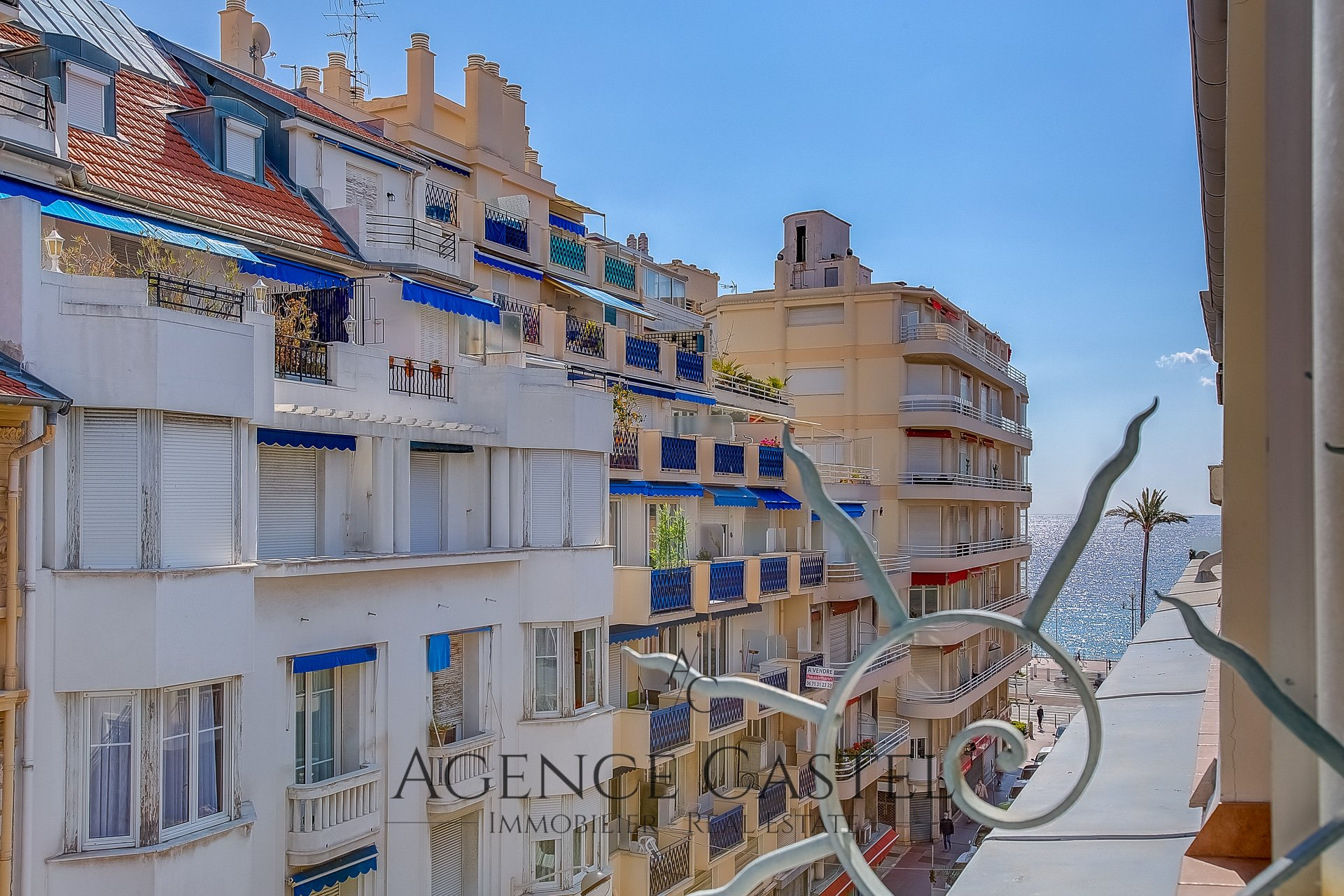 NICE CARRÉ D'OR - SUPERB 2 BEDROOMS APARTMENT WITH BALCONY