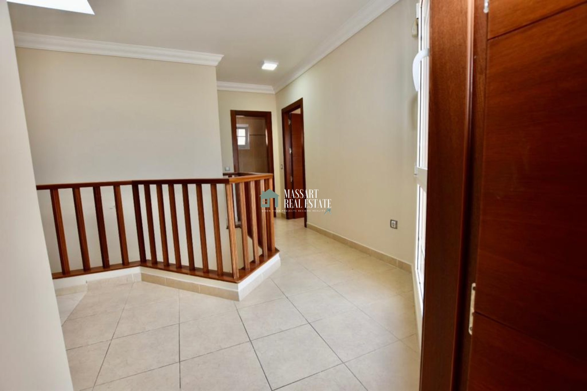 For sale beautiful townhouse located in one of the best residential complexes in Los Cristianos, Mesetas del Mar.