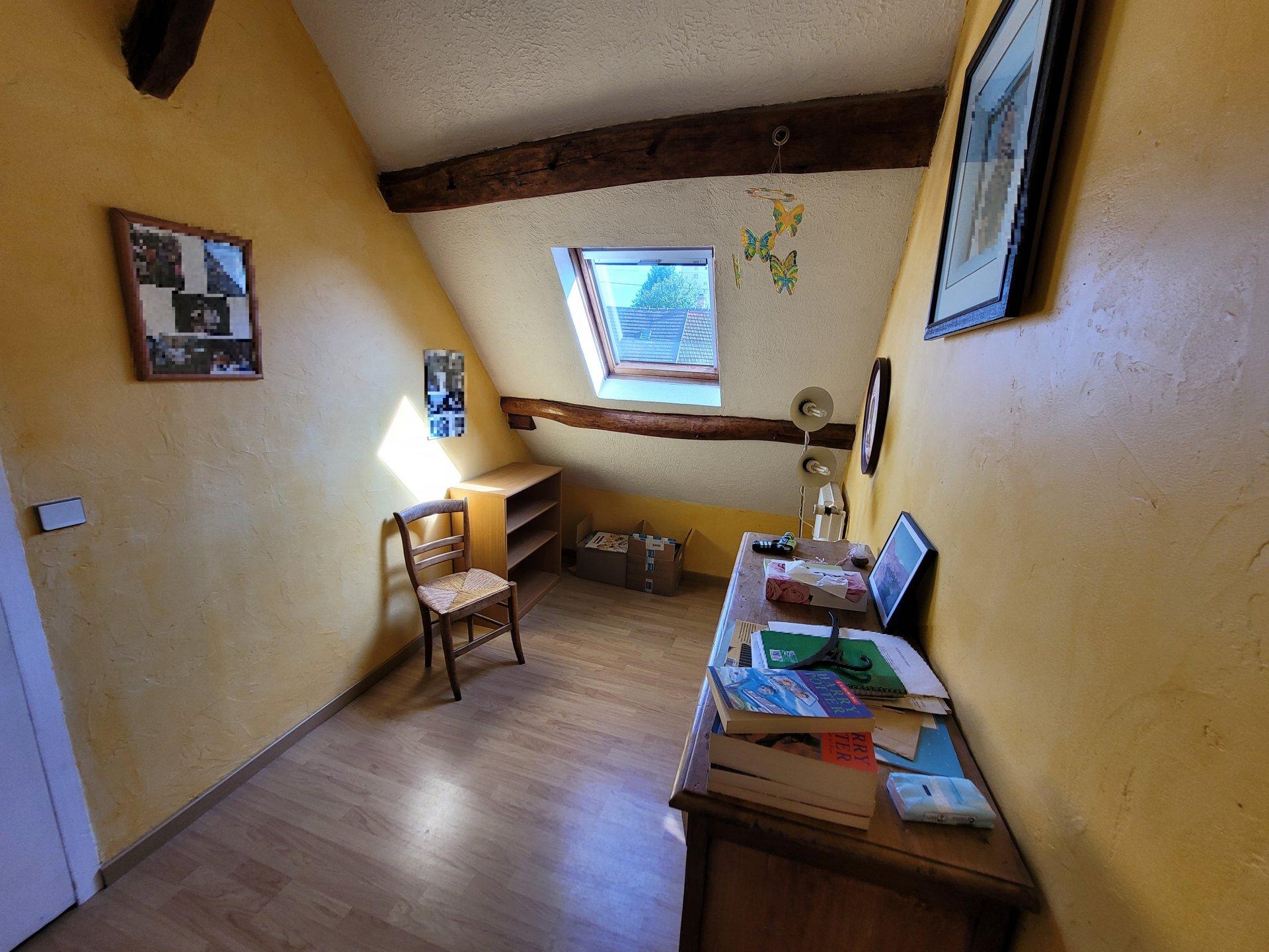 Une maison en pierre avec garage et cave à Montataire