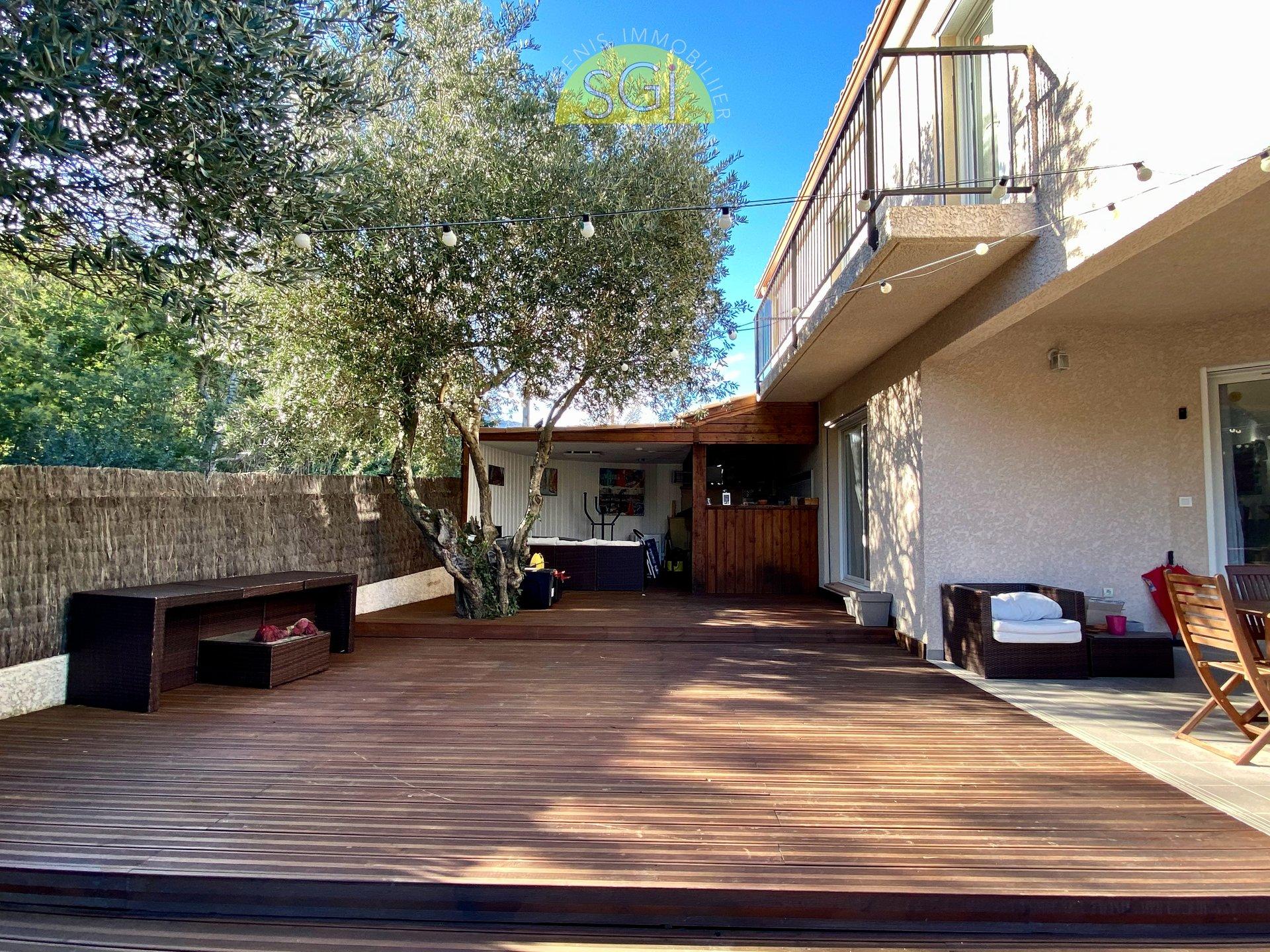 Villa 4 faces avec piscine